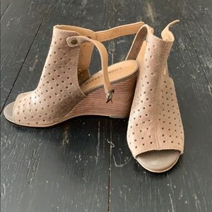 Lucky Brand Peep Toe Wedges in Nude